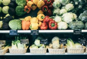 Frisches Gemüse Brot und Käse